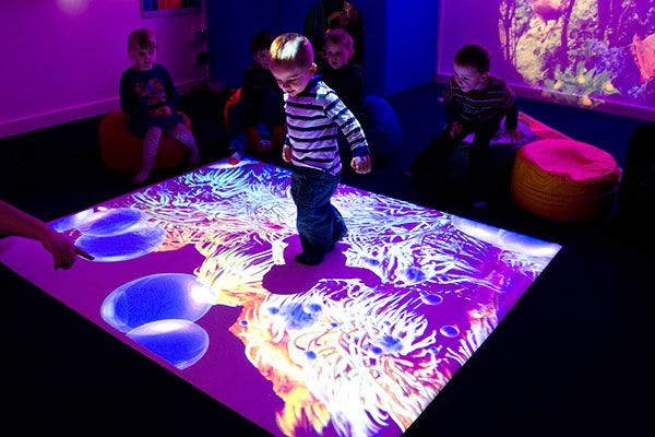 projector-floor-games